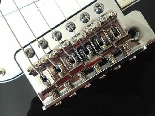 Bloc chevalet/Vibrato flottant d'une Stratocaster