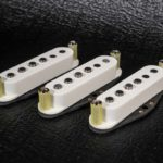 Micros Stratocaster Goldfingers WS5 Alnico 5 fil Plain enamel capot blanc