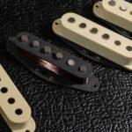 Micros Stratocaster Goldfingers WS5 Alnico 5 fil Plain enamel capot ivoire