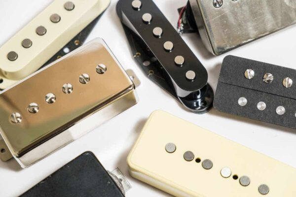 Différents micros de guitare électrique, Humbucker, P90, simple bobinage, P90 format Humbucker...